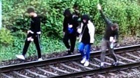 Eine Anwohnerin ließ der Polizei ein Foto der Jugendlichen zukommen