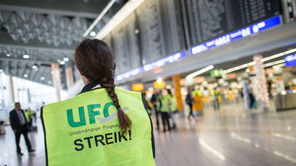 Die Gewerkschaft UFO hat die Kabinenbesatzung mehrerer Lufthansa-Töchter am Sonntag zum Streik aufgerufen. | Bild:dpa/picture-alliance/Frank Rumpenhorst