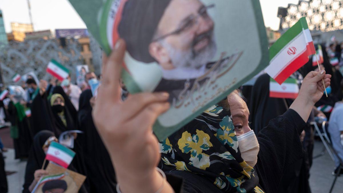 Unterstützungskundgebung für den neuen Präsidenten Raisi in Teheran
