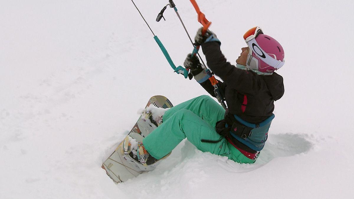 Claudia Geßlein beim Snowkiten.