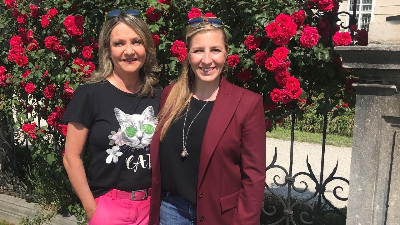 Marianne Kreuzer trifft Anni Friesinger beim Schloss Mirabell.