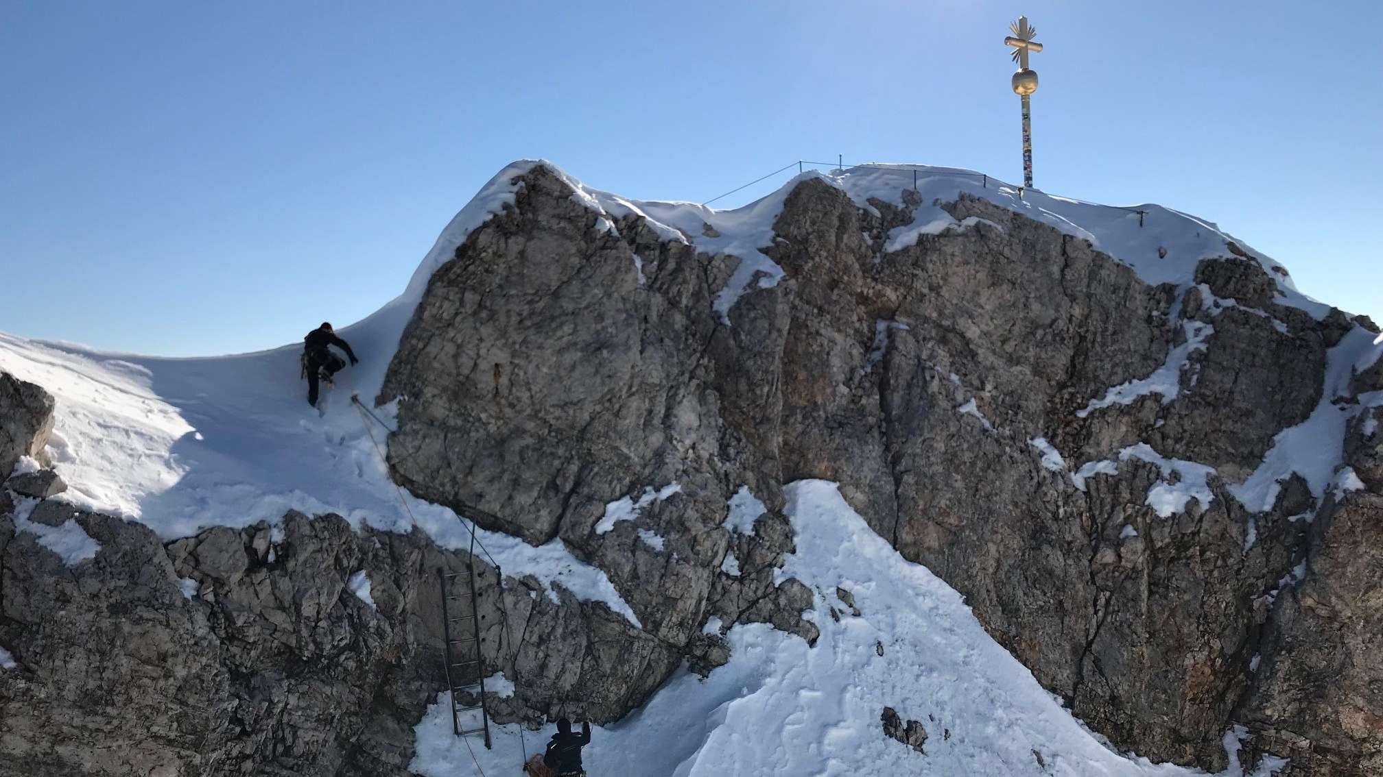 Aufstieg zum Gipfelkreuz der Zugspitze