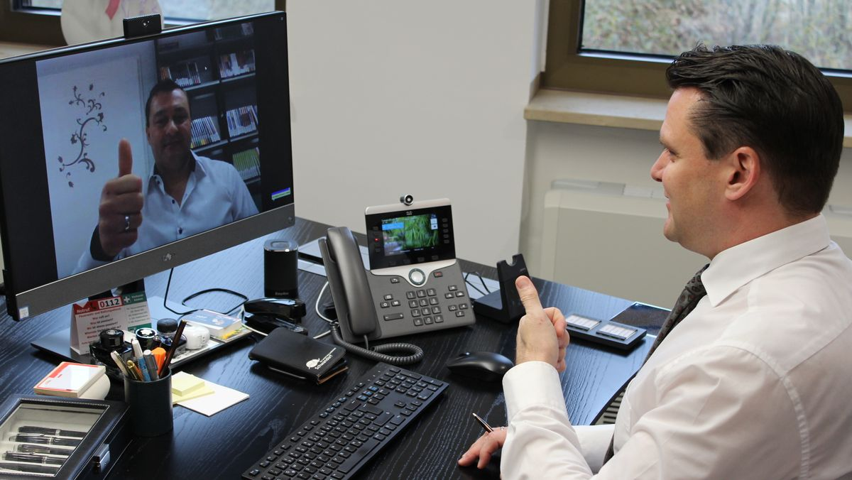 """Der Schwandorfer Landrat Ebeling testet das Videokonferenzsystem """"BigBlueButton"""" für Schulen"""