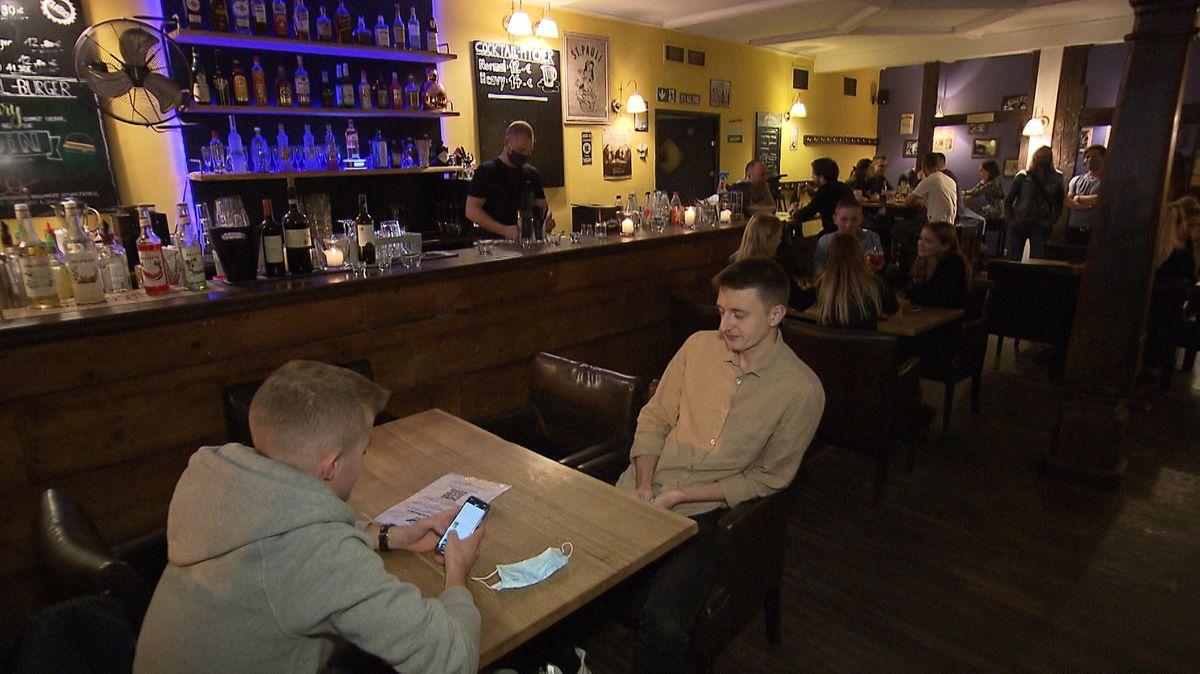 Am Samstag durften Bars und Kneipen in Bayern wieder öffnen - zumindest unter strengen Infektionsschutz-Auflagen