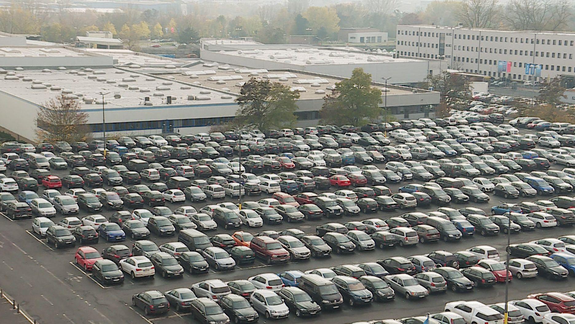 Mitarbeiterparkplatz von ZF