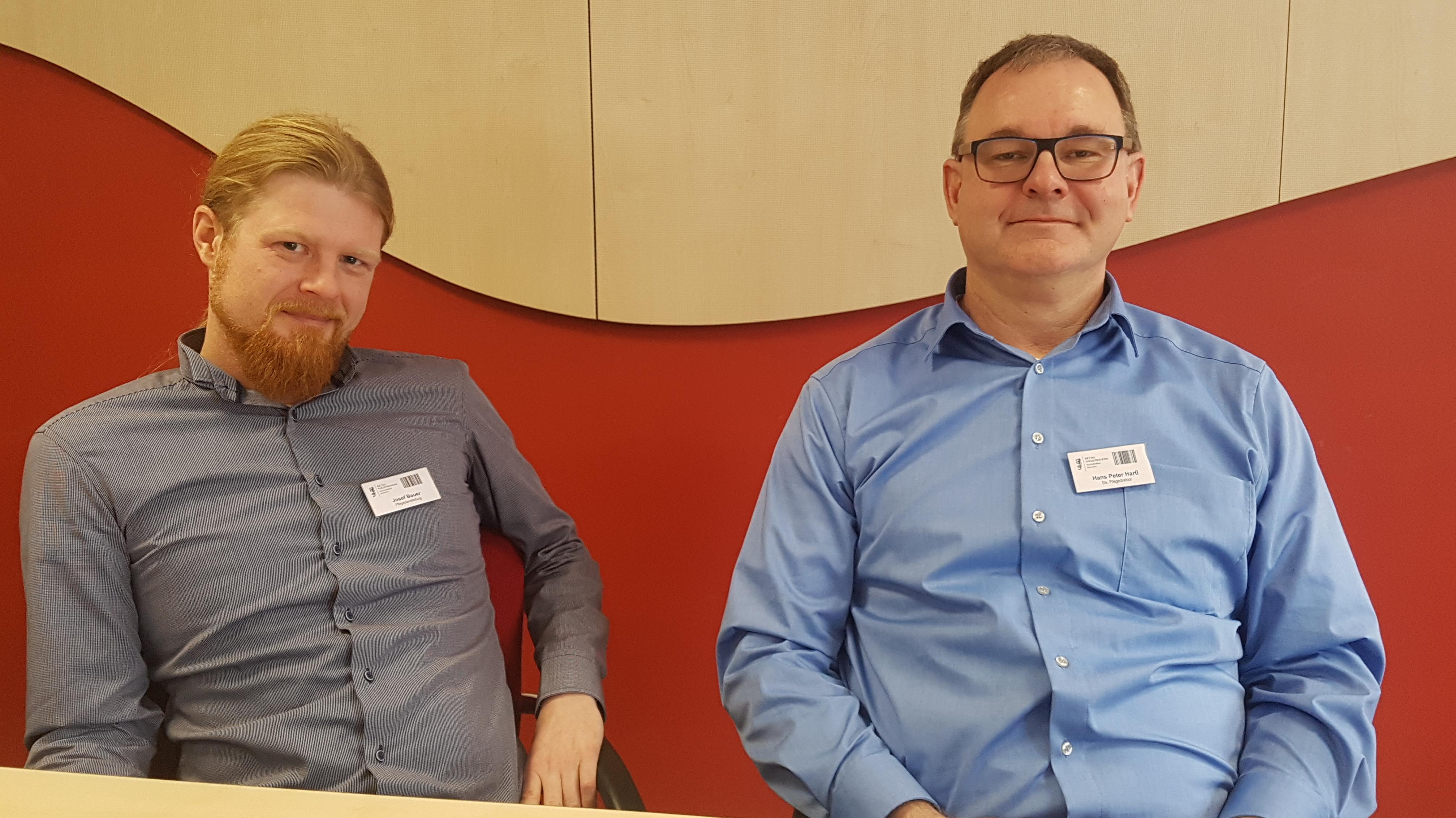 Deeskalationstrainer Josef Bauer (l.) und der stellvertretende Pflegedirektor Hans-Peter Hartl