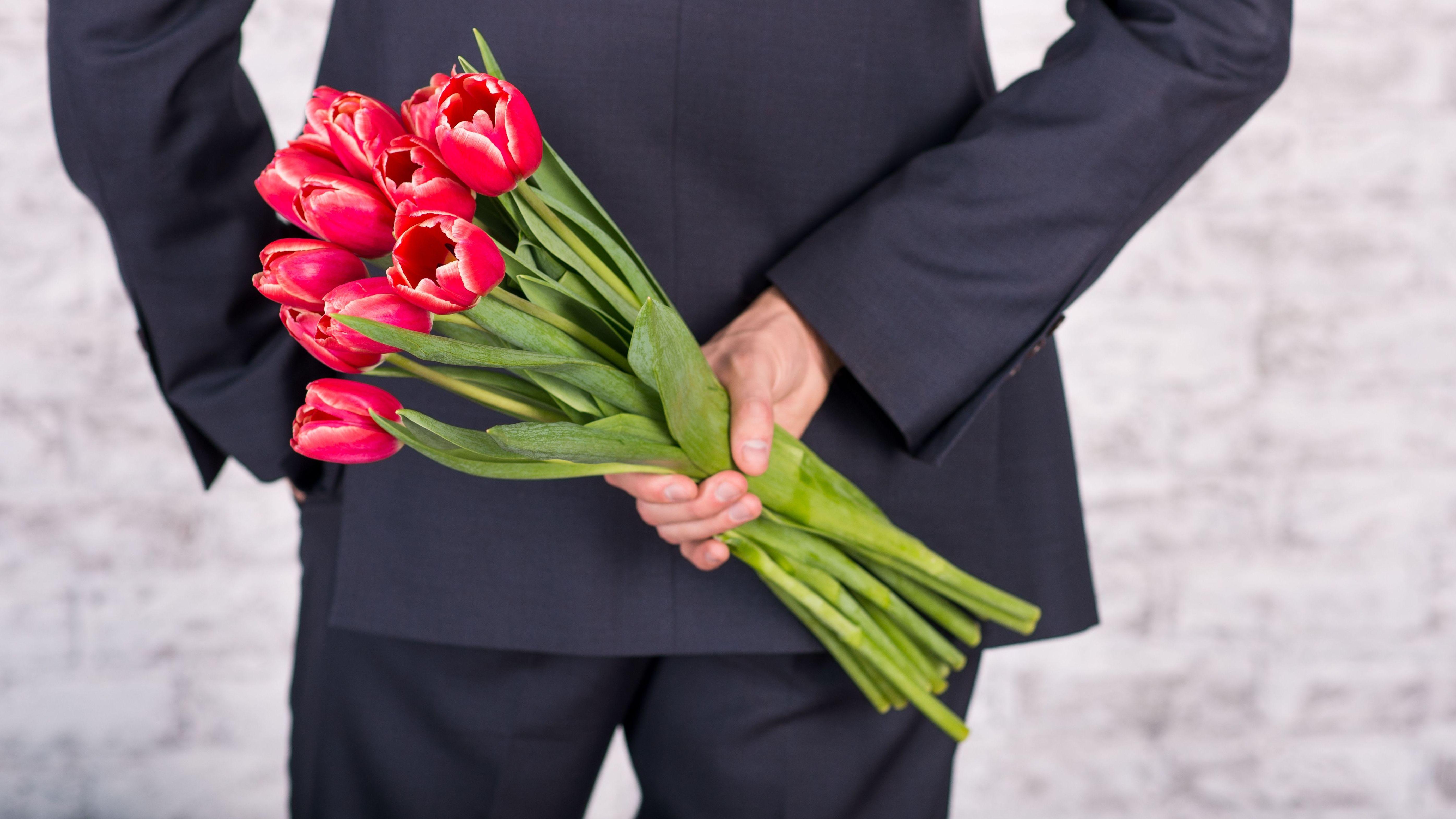 Anordnung der Polizei: Blumenstrauß für die Frau
