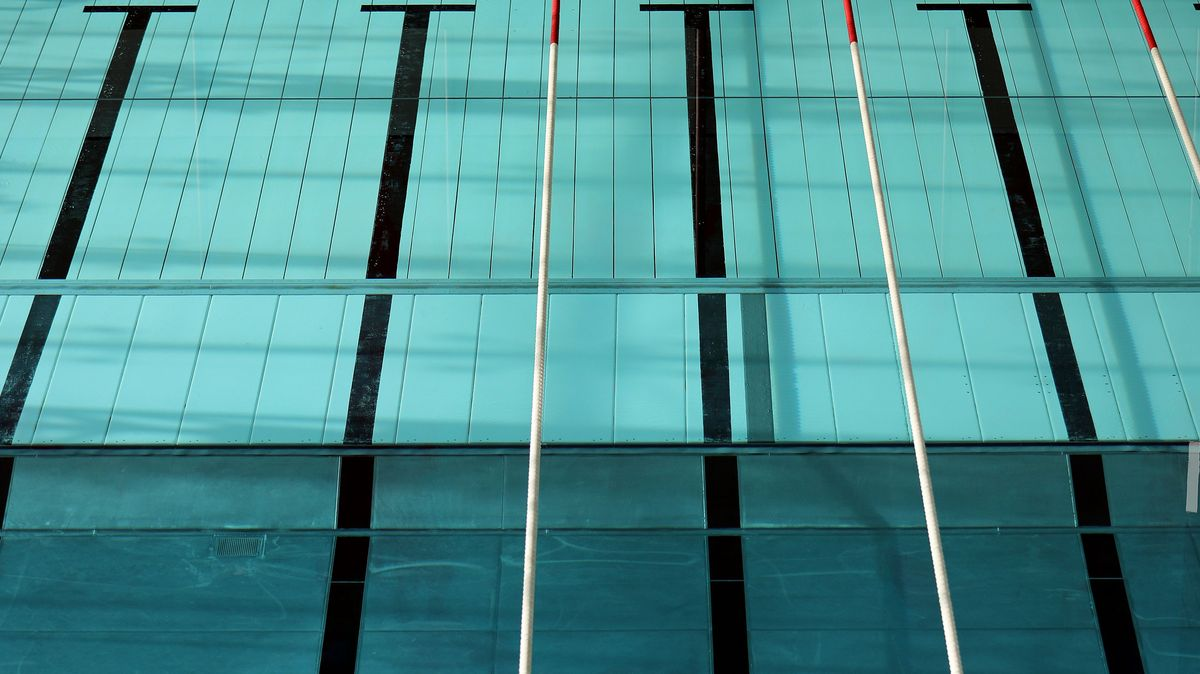 Schwimmbecken ohne Badegäste (Archivbild)