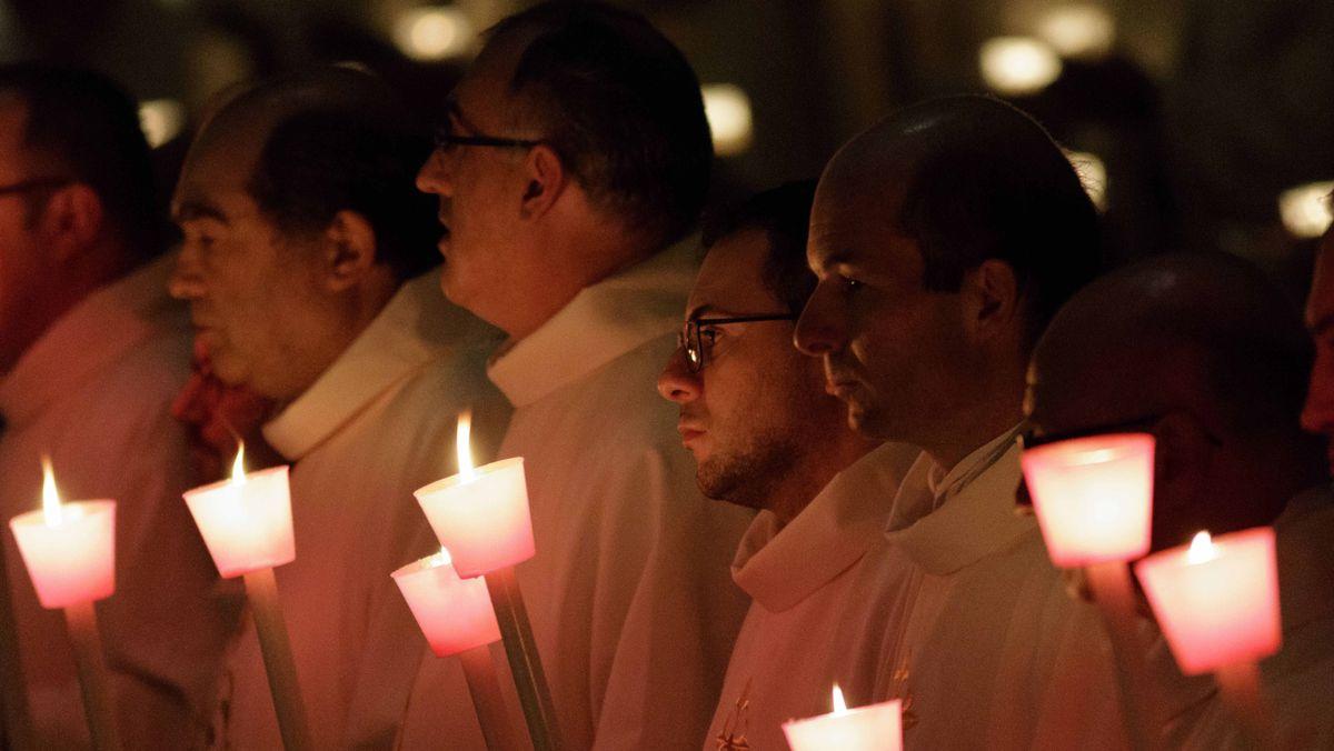 Alle Kerzen für das kommende Kirchenjahr werden an Mariä Lichtmess gesegnet.