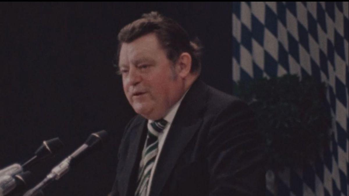 Politischer Aschermittwoch in Vilshofen. Franz Josef Strauß am Rednerpult
