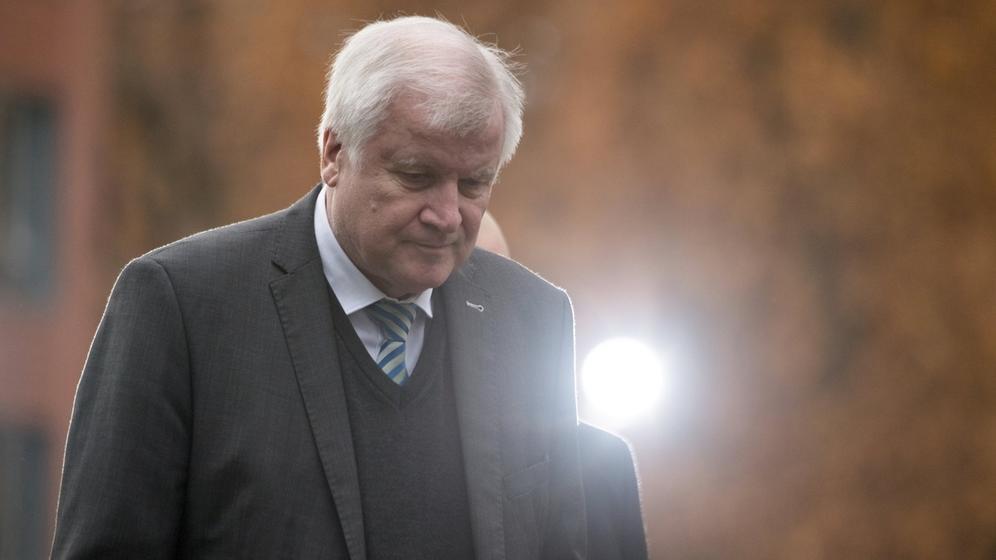 Am 19. Januar legt CSU-Chef Seehofer sein Amt nieder | Bild:dpa-Bildfunk/Ralf Hirschberger