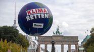Klimademonstration am Brandenburger Tor in Berlin   Bild:picture alliance/Jens Büttner/dpa-Zentralbild/dpa