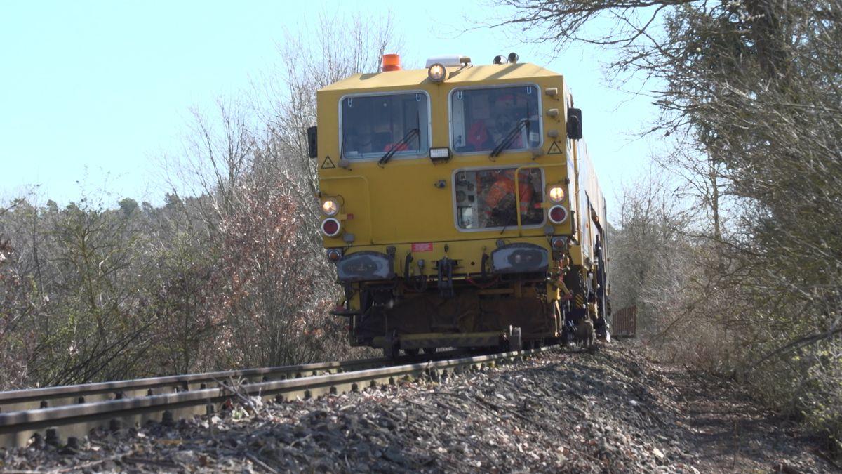 Gleisstopfmaschine in Wilburgstetten unterwegs