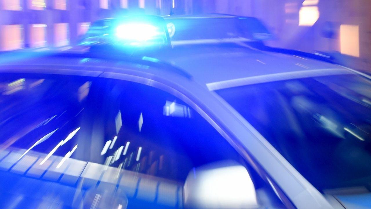 Symbolbild Polizeiauto mit Blaulicht