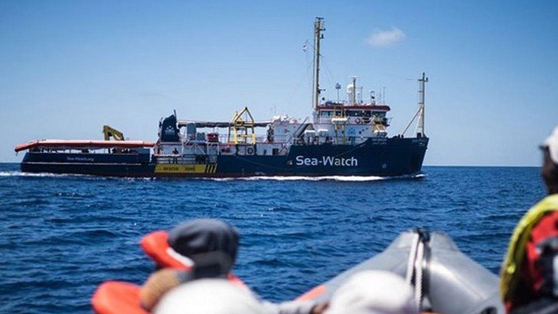 """Das Schiff """"Sea-Watch 3"""" war am Samstag unerlaubt nach Lampedusa gefahren. Die Kapitänin Carola Rackete wurde anschließend festgenommen."""