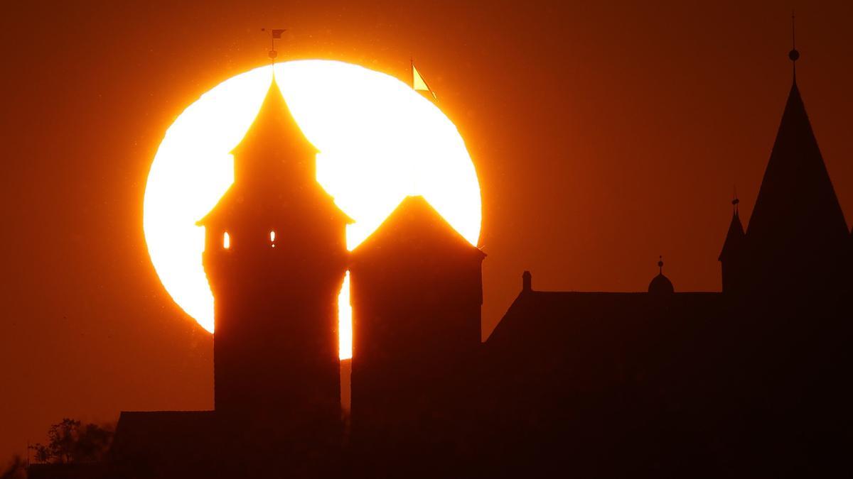 Sonnenuntergang hinter der Nürnberger Kaiserburg
