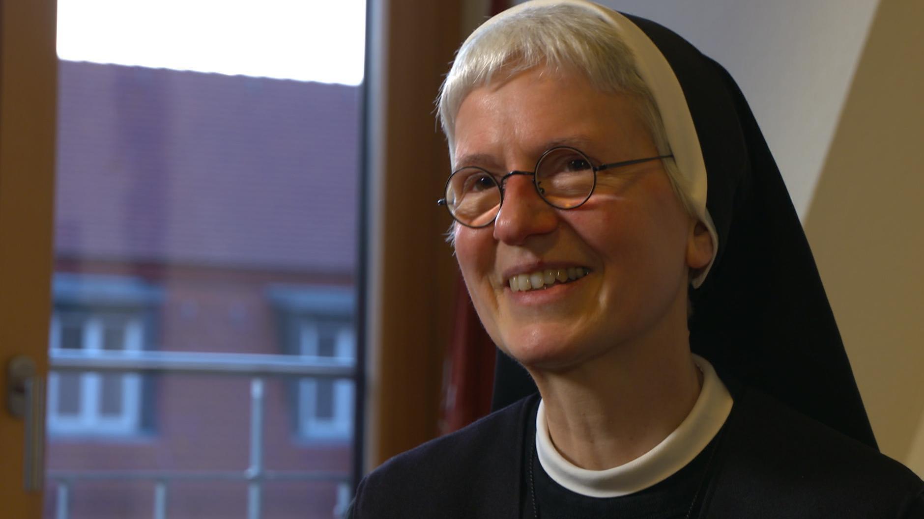 Schwester Katharina ist Oberin der Würzburger Ursulinen und Schuldirektorin der St. Ursula Schule in der Würzburger Innenstadt.
