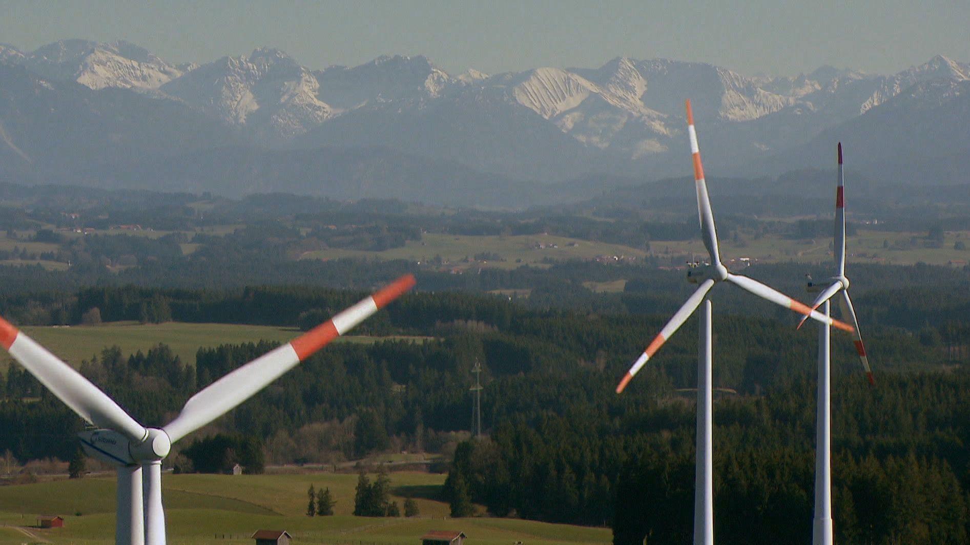 Bayerns Wirtschaftsminister Aiwanger will mehr Windräder für Bayern - und plant eine Windkraft-Offensive.