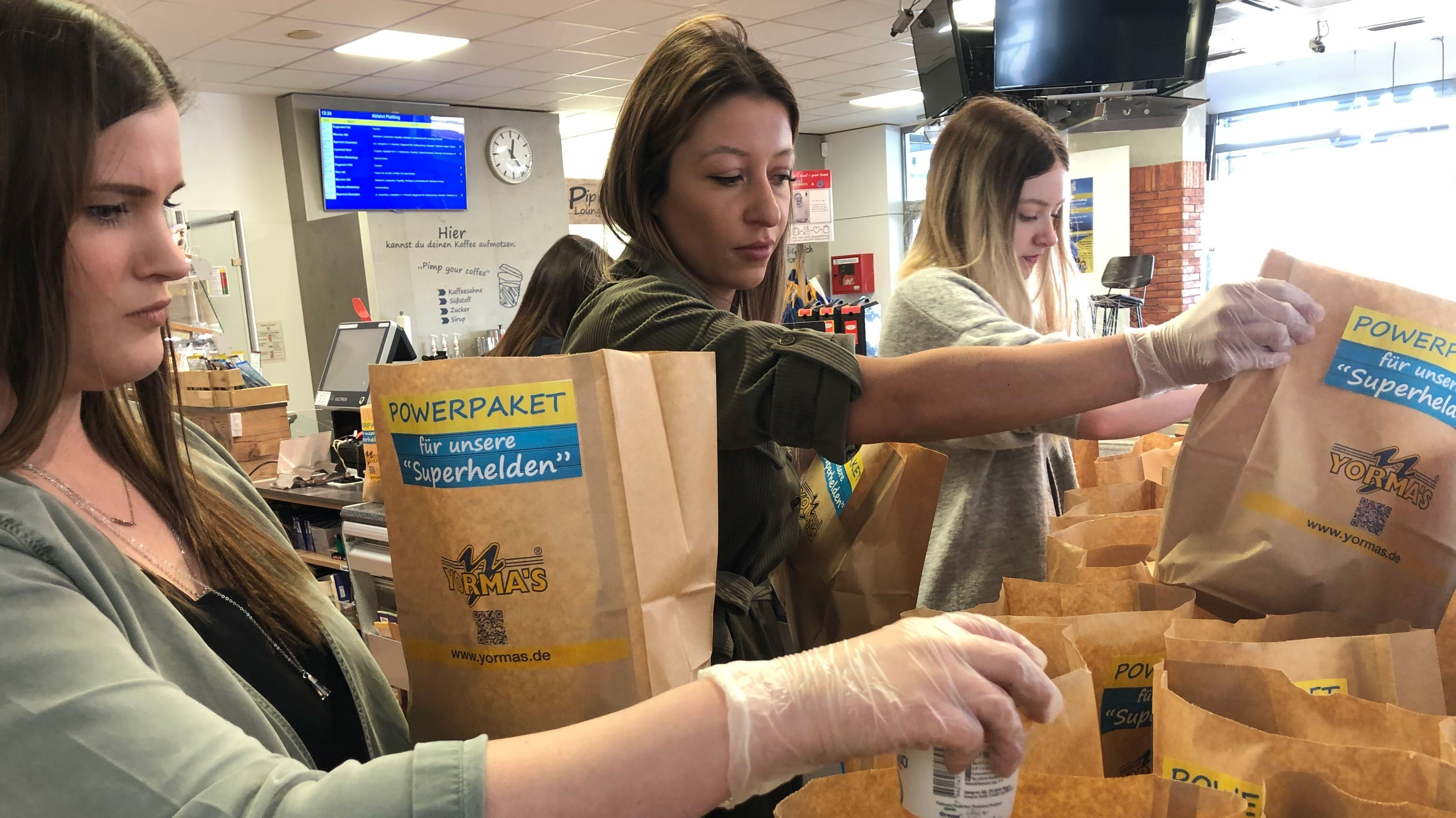 Die Plattlinger Systemgastronomie packt alle Lebensmittel aus ihren Lagern zu Essenspaketen zusammen