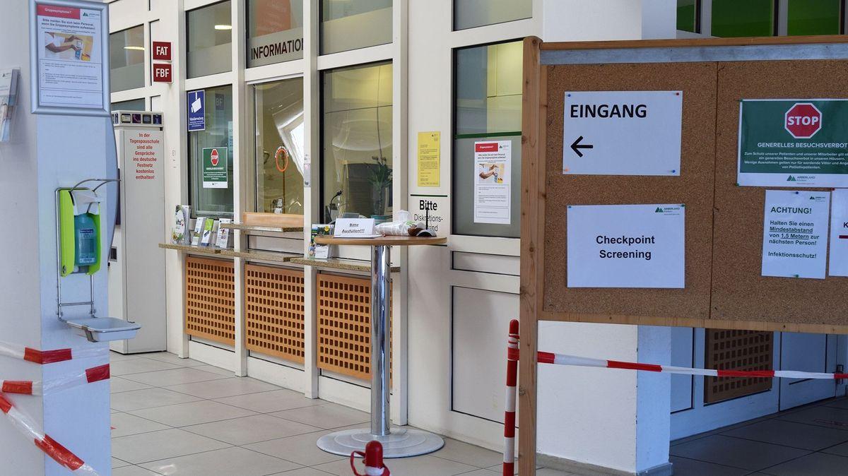 Die Eingangshalle der Klinik