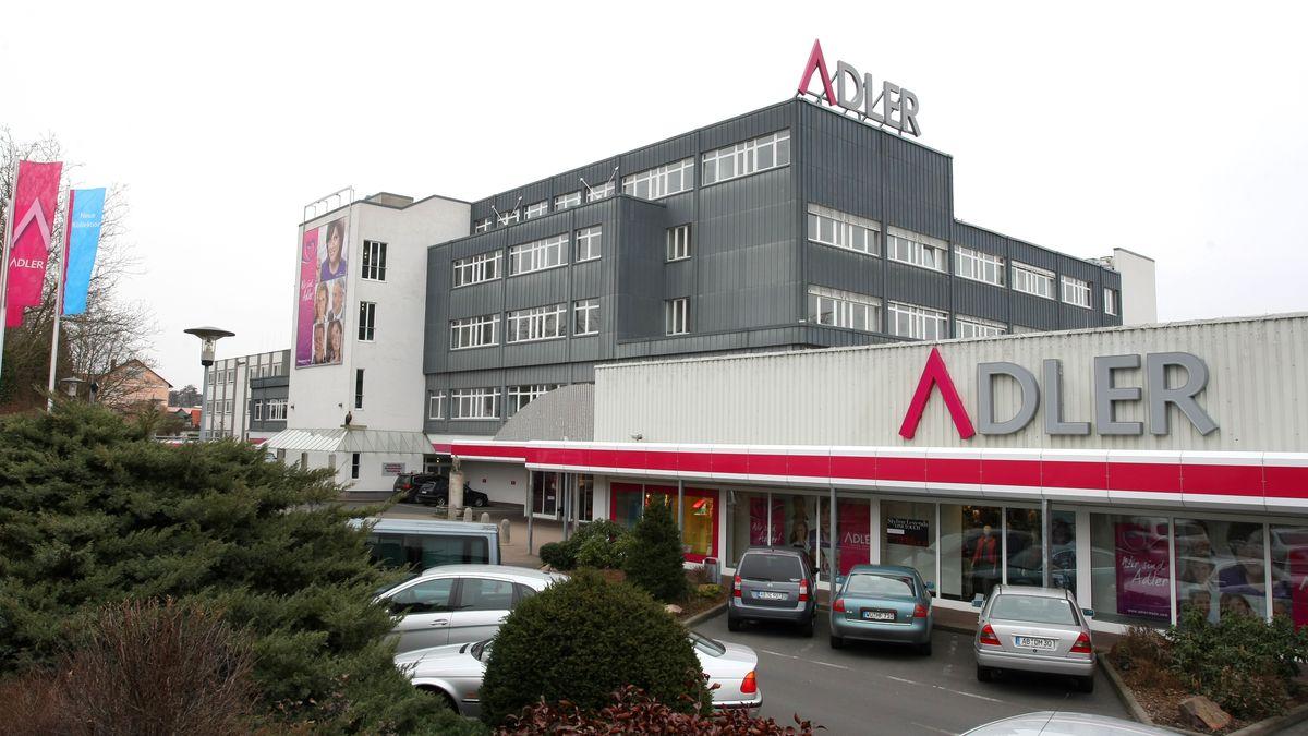 Adler meldet Insolvenz an - im Bild die Firmenzentrale in Haibach