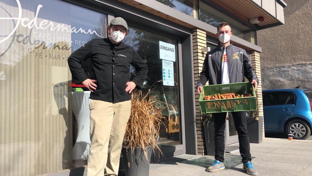 Gastronom Sebastian Völkl und Landwirt Mathias Ittlinger unterstützen sich in der Krise