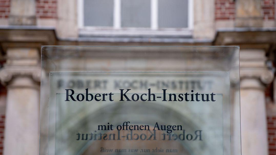 Schild mit der Aufschrift Robert Koch-Institut