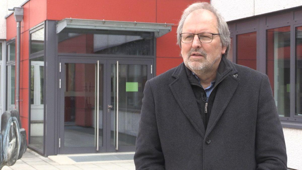 Der Präsident des Deutschen Lehrerverbands, Heinz-Peter Meidinger lehnt den Vorschlag die Prüfungen für das Abitur heuer ausfallen zu lassen, ab.