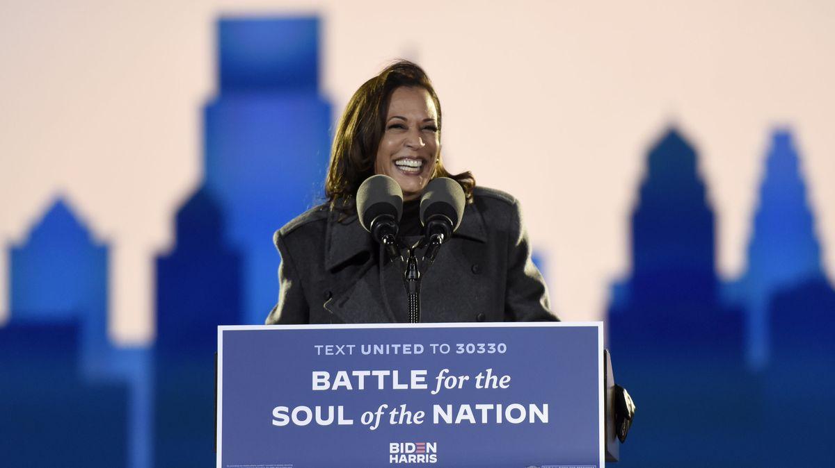 02.11.2020, USA, Philadelphia: Kamala Harris, Vize-Präsidentschaftskandidatin der Demokraten, spricht auf einer Wahlkampfveranstaltung.