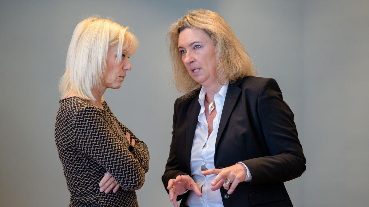 Carolina Trautner (l.), Staatssekretärin im bayerischen Sozialministerium, und Sozialministerin Kerstin Schreyer (beide CSU) am 26. Februar 2019