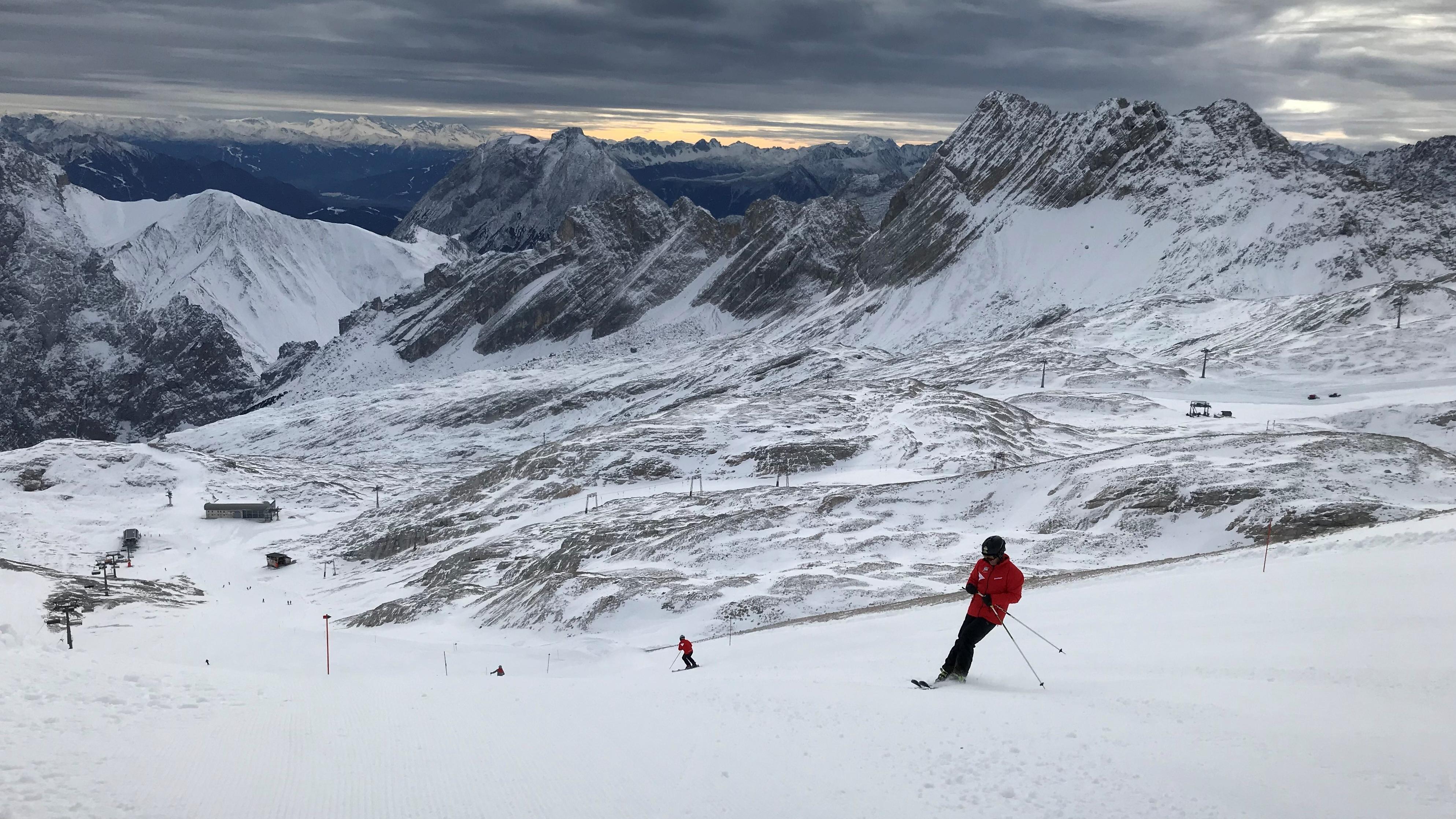 Skifahrer auf der Zugspitze.