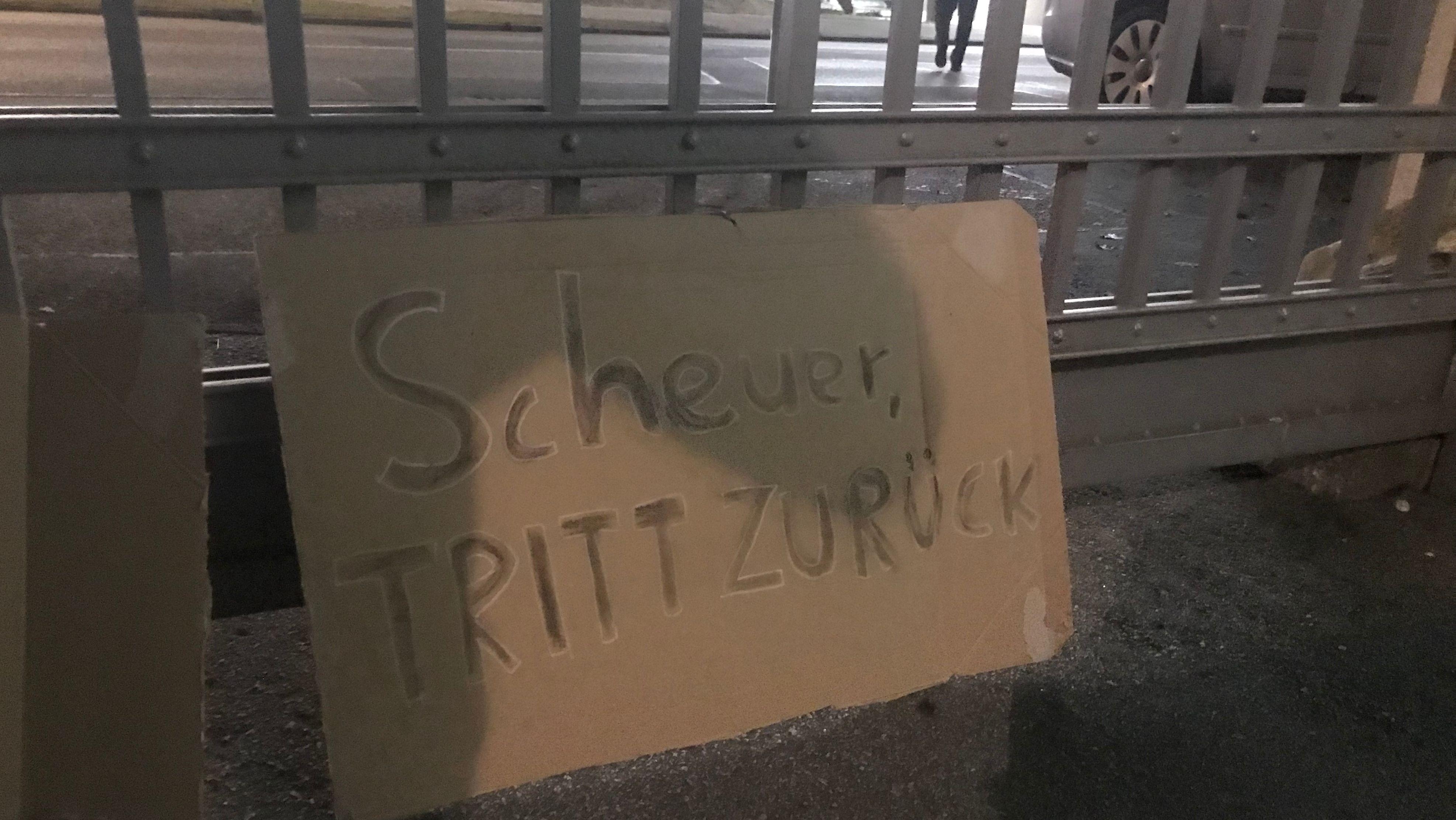 Rücktrittsforderungen an Scheuer gibt es nur außerhalb des Festsaals