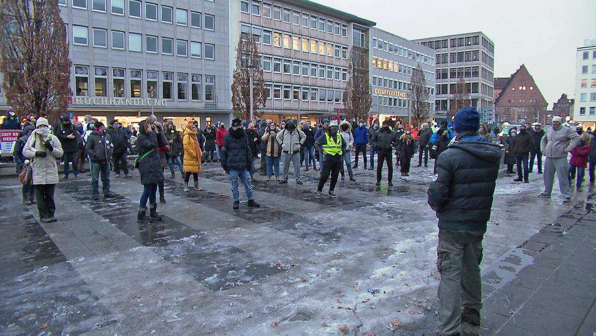 Demonstranten auf dem Nürnberger Kornmarkt