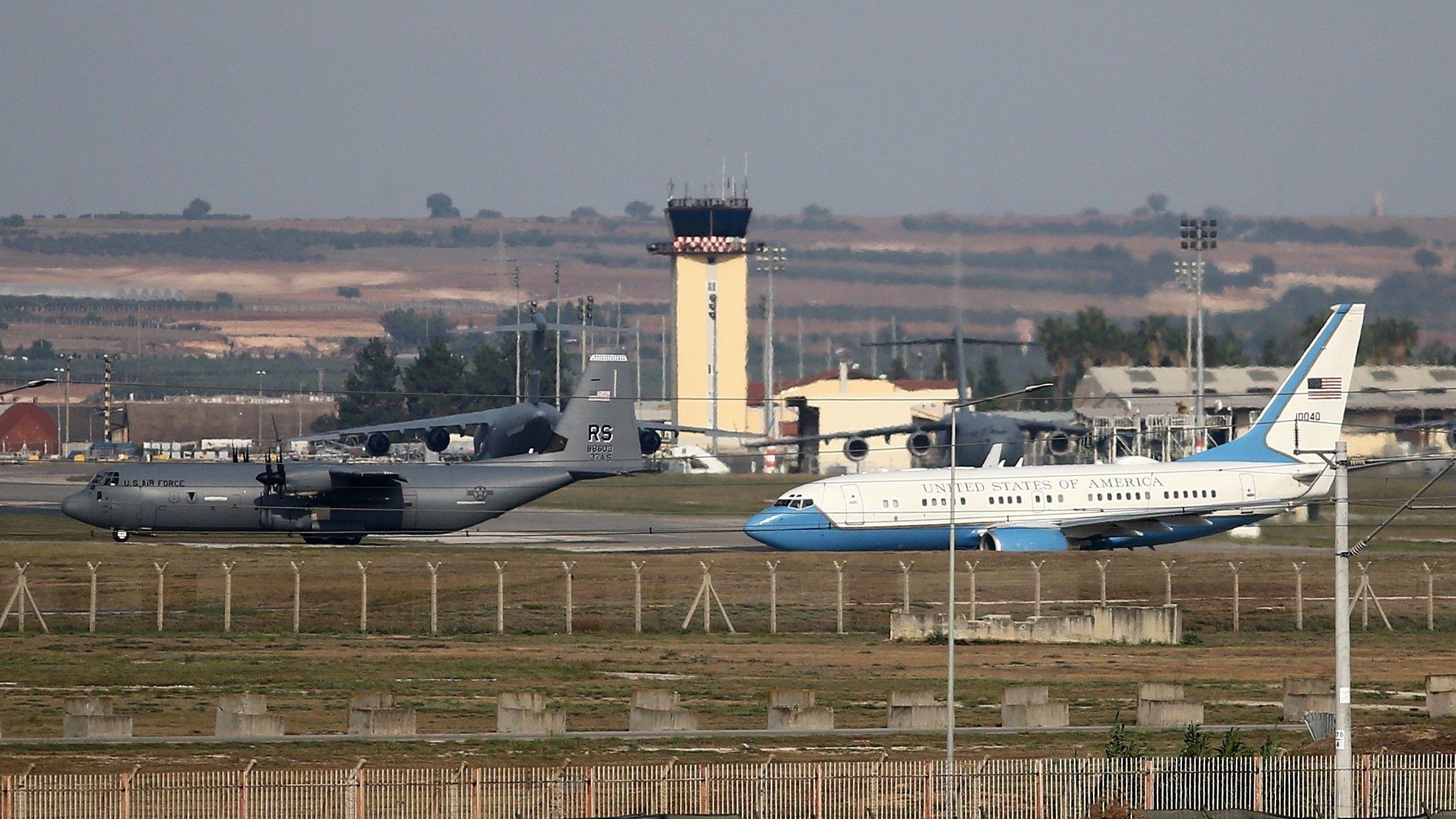 Flugzeuge auf dem türkischen Luftwaffenstützpunkt Incirlik