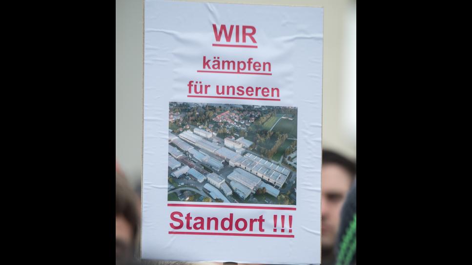 Schon 2016 wurde vor dem Siemens-Werk in Ruhstorf gegen einen geplanten Arbeitsplatzabbau protestiert