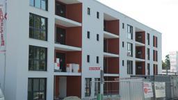 Fertiggestellte Wohnhäuser auf einer Baustelle | Bild:Alexander Krauß / BR