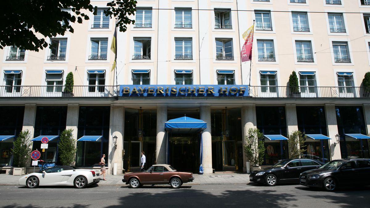 Die Fassade des Hotels Bayerischer Hof in München