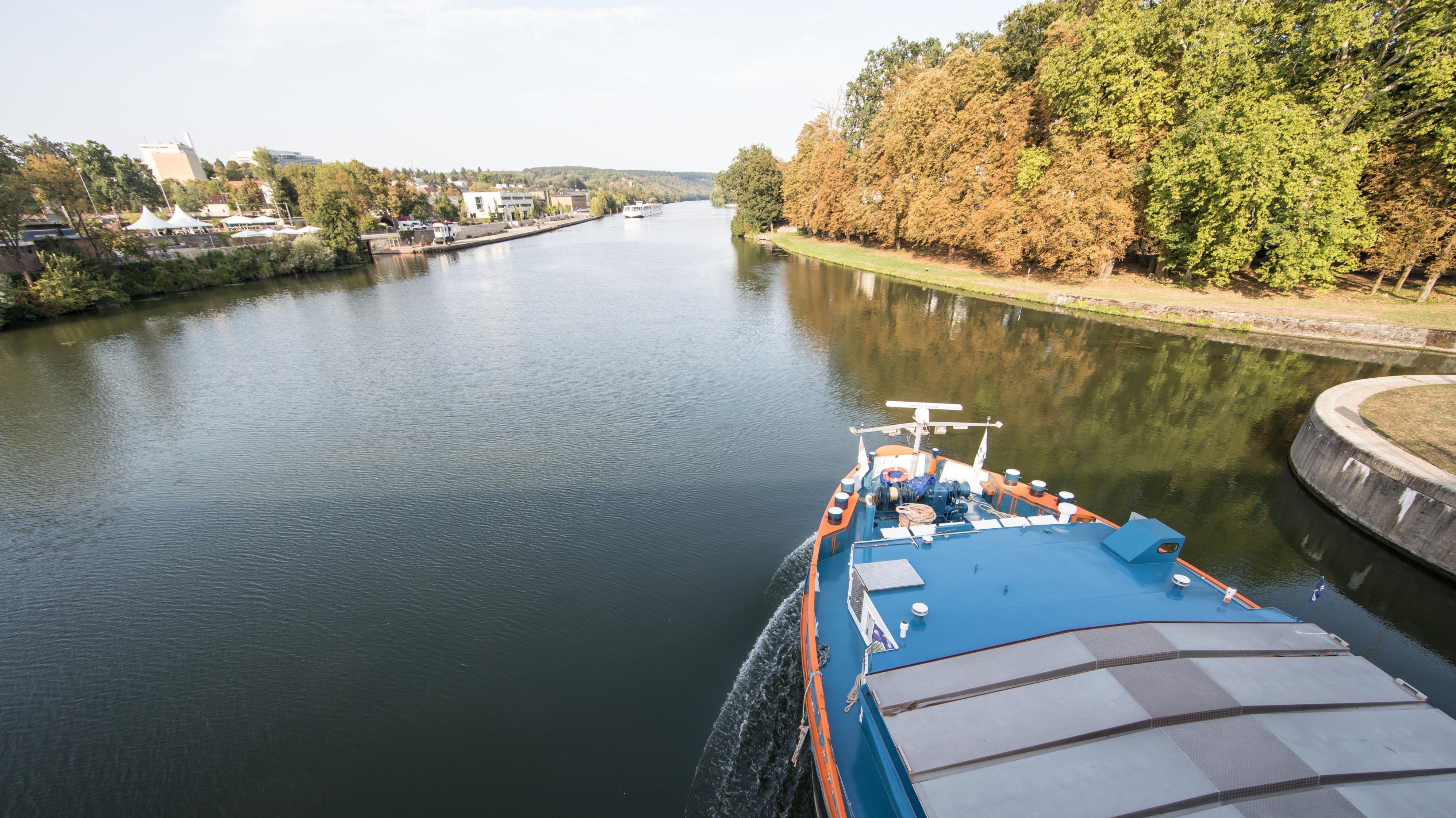 Schiffe auf dem Main in Schweinfurt.