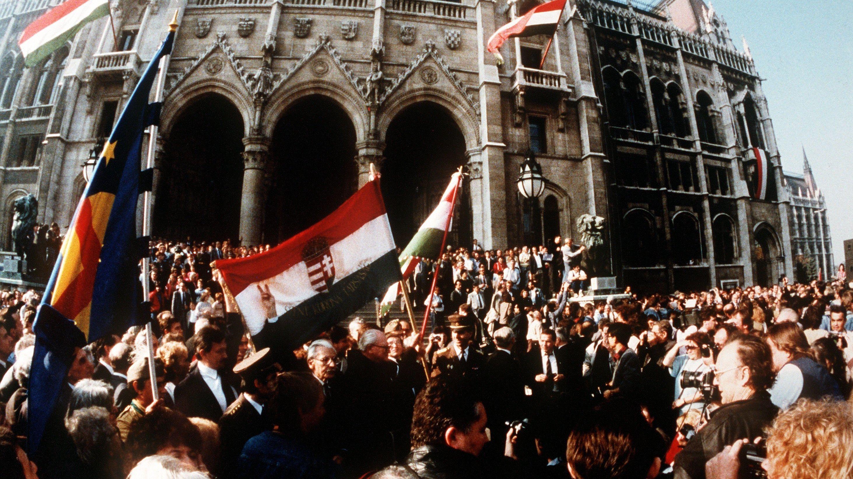 Budapest, 23.10.1989: Ungarn erklärt sich zur Republik