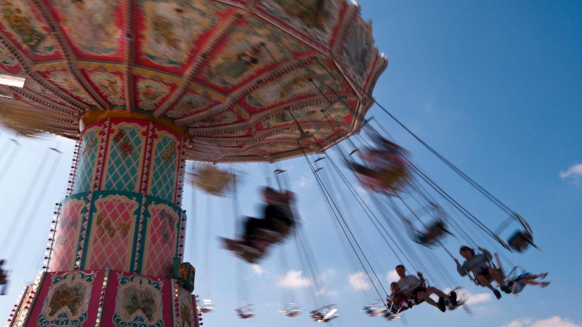 Ein Ketten-Karussell auf einem Volksfest (Symbolbild).