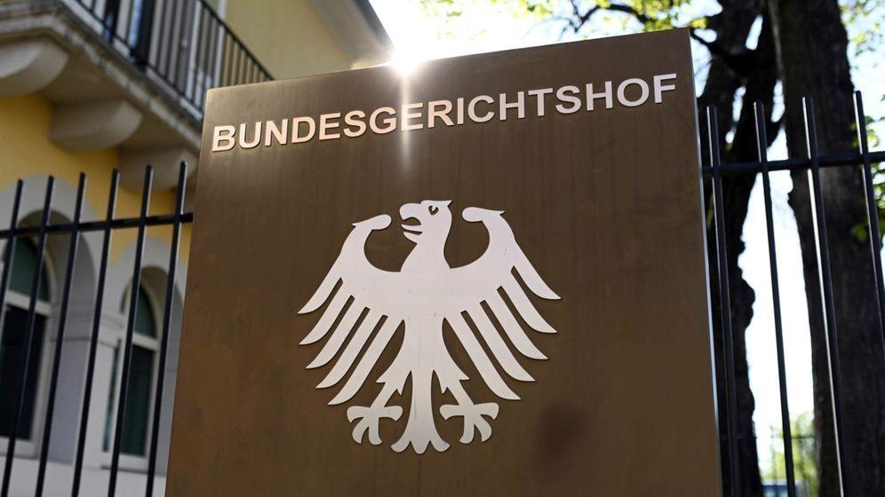 Karlsruhe: Ein Hinweisschild mit Bundesadler und Schriftzug Bundesgerichtshof, aufgenommen beim Bundesgerichtshof (BGH)