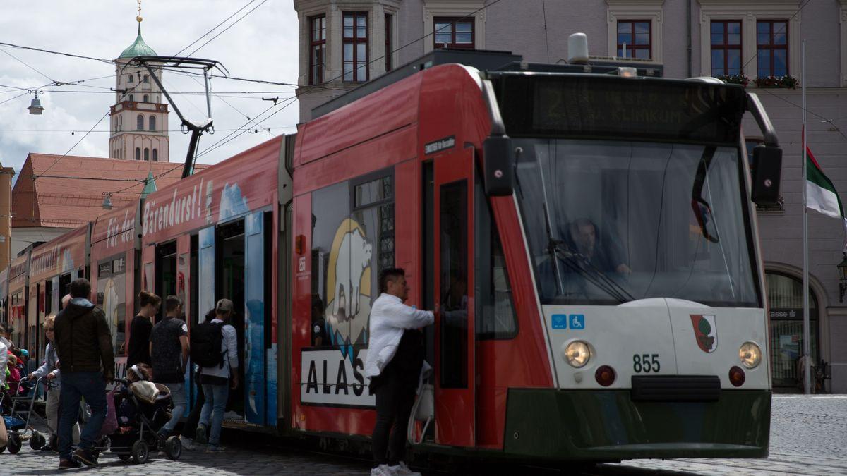 Straßenbahn am Augsburger Rathausplatz