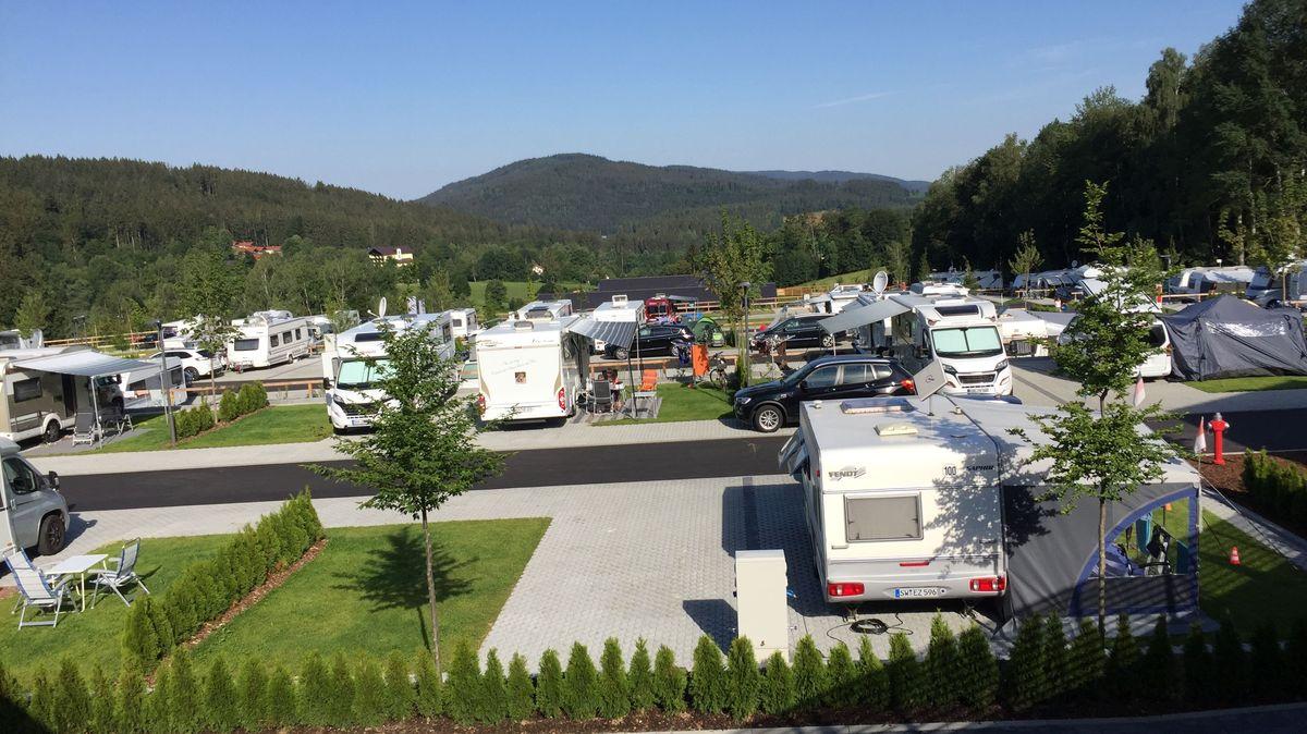 Die Luxus-Stellplätze für Wohnwagen und -mobile im Camping Resort Bodenmais