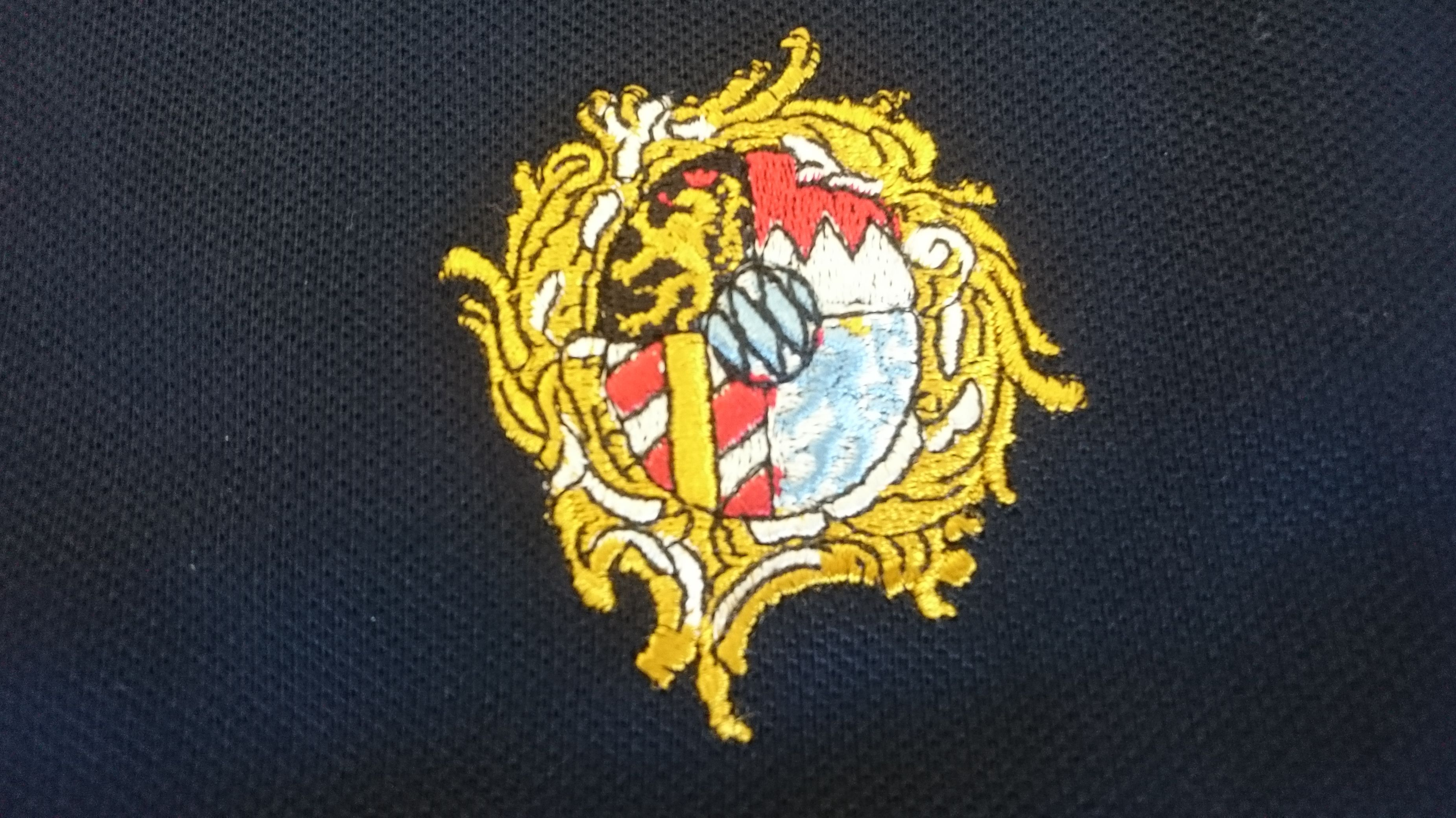 Poloshirt der Kulturgut AG mit Wittelsbacher-Logo.