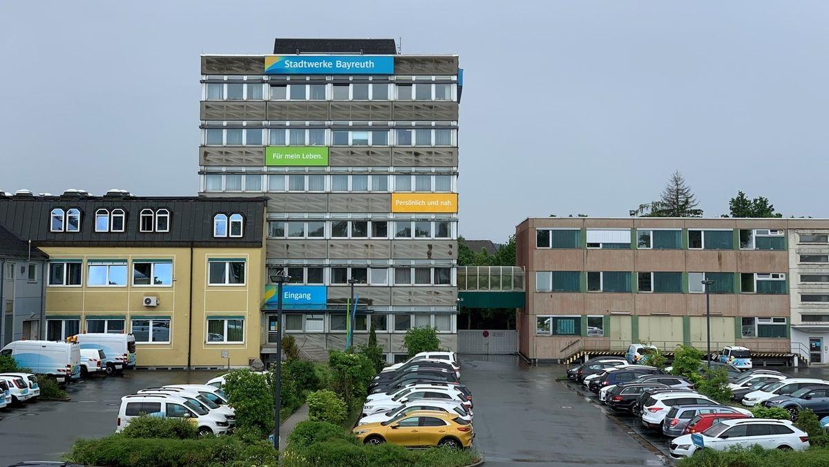 Blick auf den Verwaltungssitz der stadtwerke Bayreuth in der Birkenstraße.