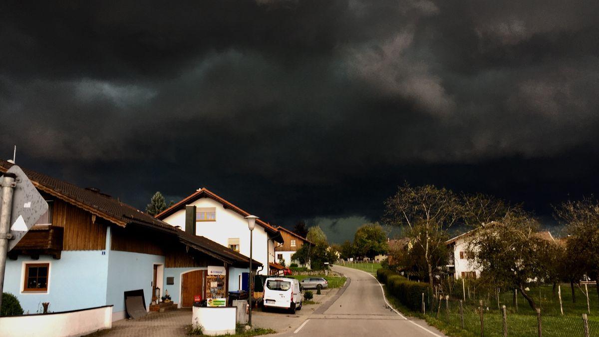 Gewitterwand bei Kalteneck bei Albaching Im Landkreis Rosenheim (29.06.2021)