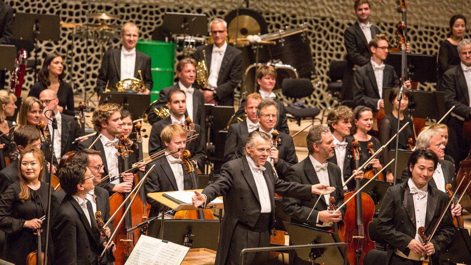 Chefdirigent Mariss Jansons und das Symphonieorchester des Bayerischen Rundfunk 2017 in der Elbphilharmonie in Hamburg.