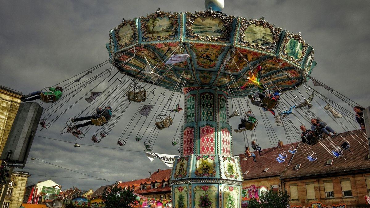 Michaelis-Kirchweih in Fürth. Größte Straßenkirchweih von Europa. Deutsches Kulturerbe.