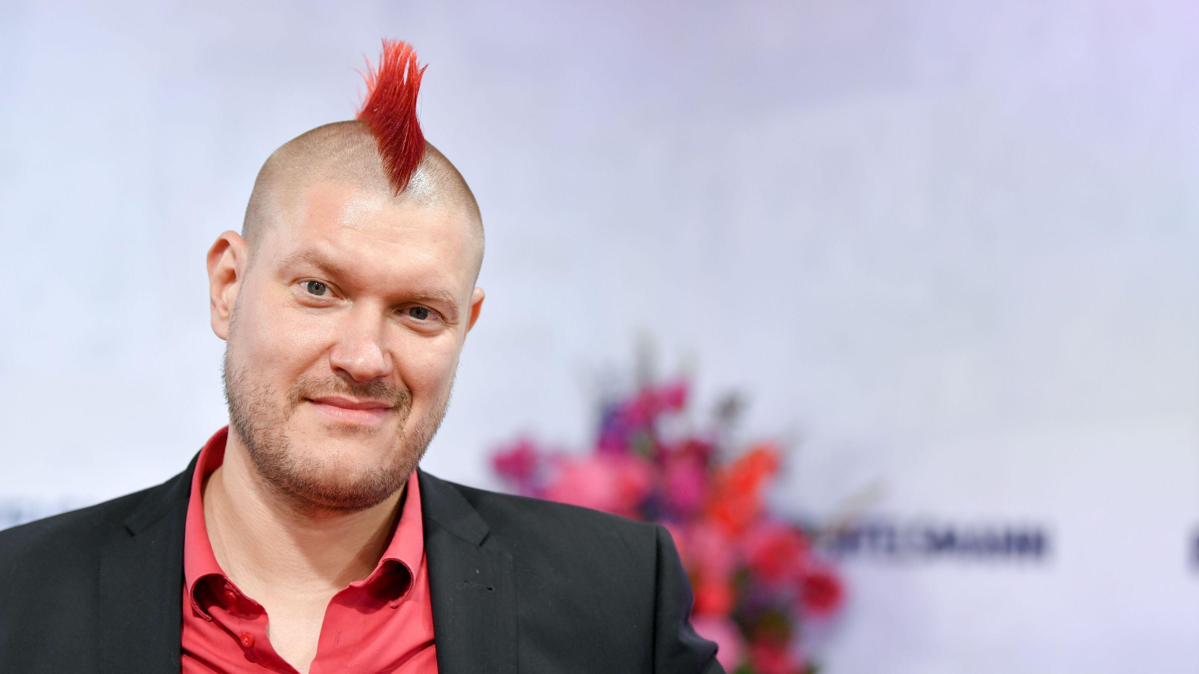 Sascha Lobo mit roten Haaren.