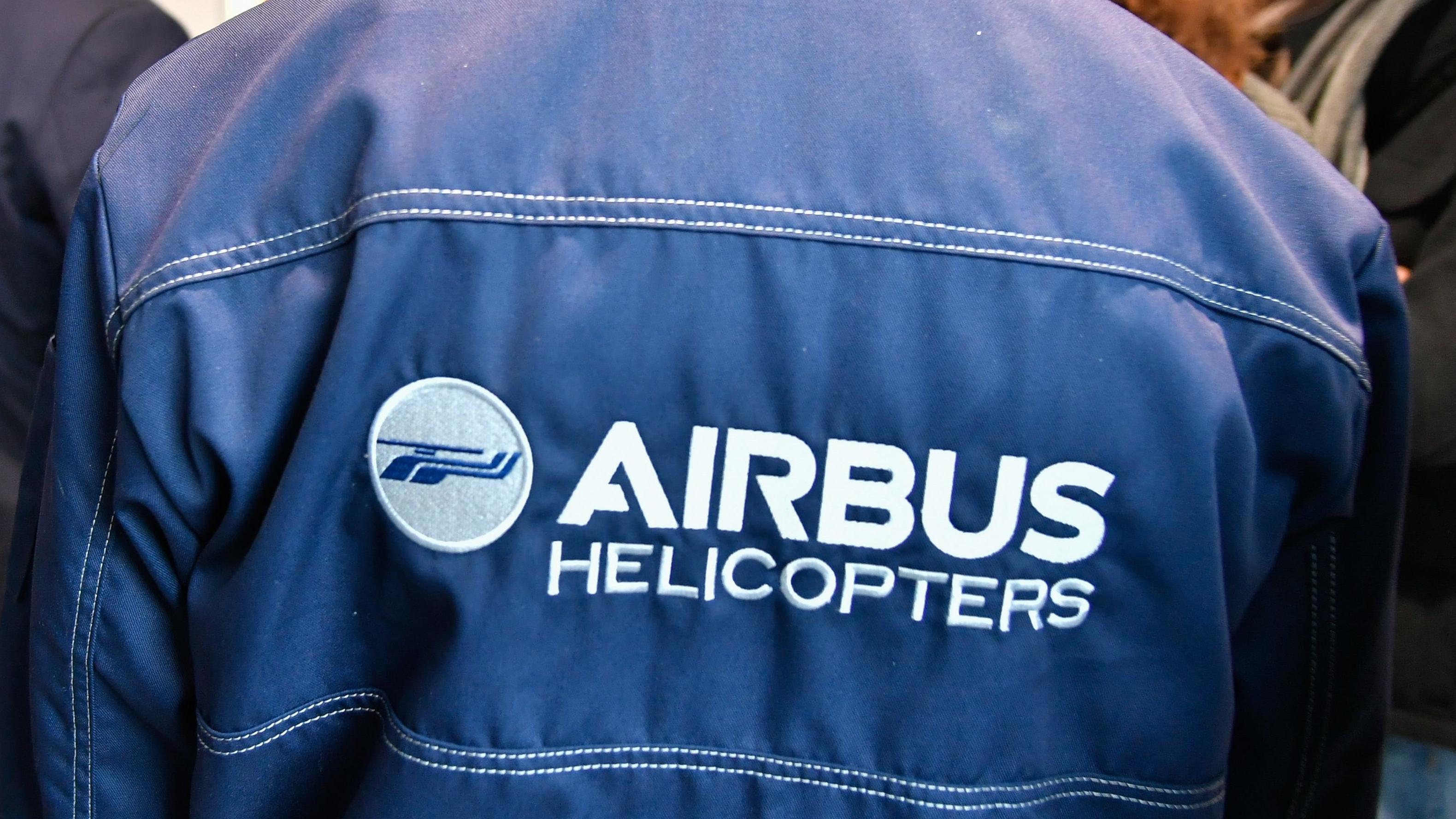 Eine Jacke mit dem Logo von Airbus Helicopters